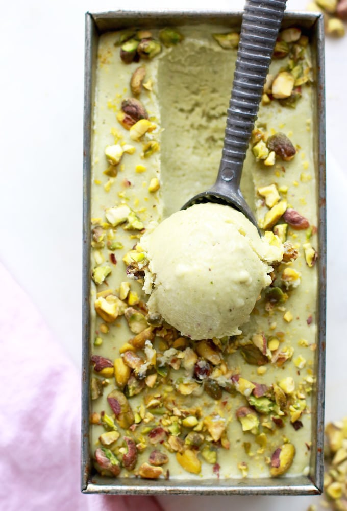 Healthy Almond Pistachio Fro-Yo // Dairy Free via Nutrition in the Kitch