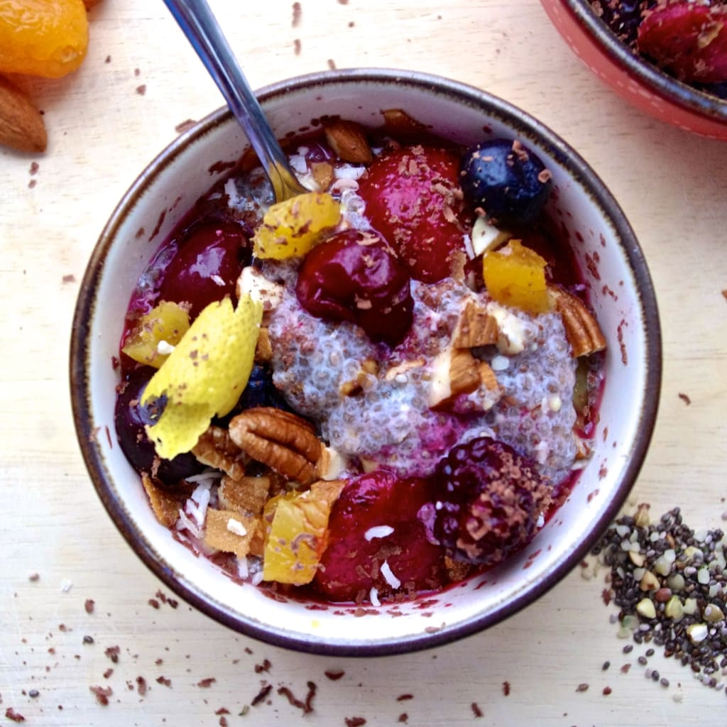 Super Chia Muesli Breakfast Bowl from Nutritionist in the Kitch - Keep those New Years Resolutions going strong with this cleansing, healthy, delicious breakfast!