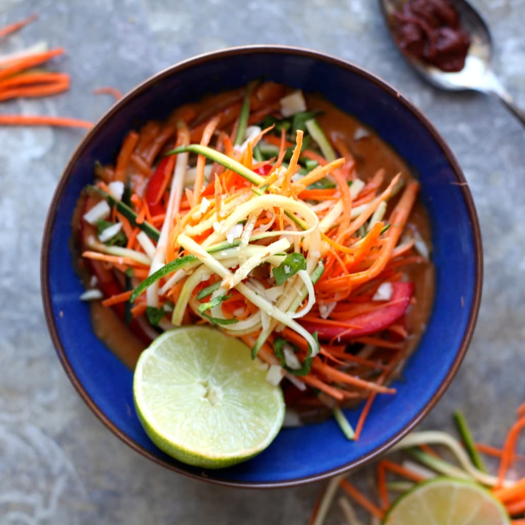 Coconut Lemongrass Raw Vegetable Salad // a delicious combination of Thai curry flavours with raw zucchini, sweet potato, carrots, and bell pepper! // nutritionistinthekitch.com