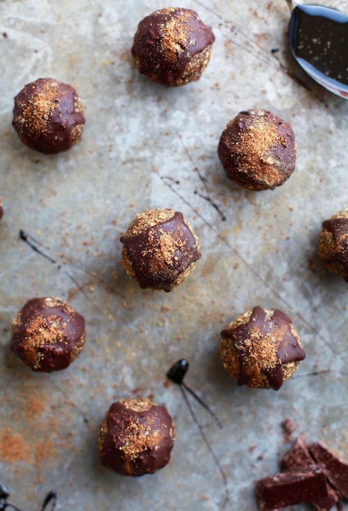 Gingerbread & Dark Chocolate Drizzle Energy Balls (Nut, Dairy & Gluten Free)