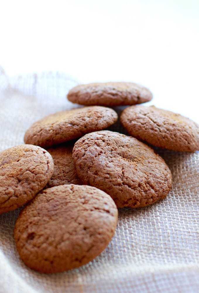 Healthy Gingersnaps // Gluten & Dairy Free via Nutrition in the Kitch