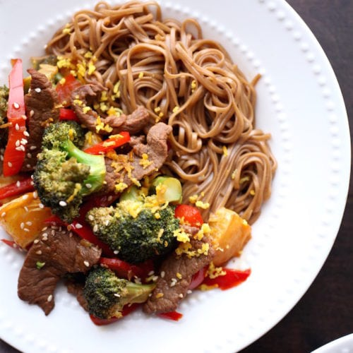 Zesty Orange Beef & Broccoli Power Bowls via Nutrition in the Kitch