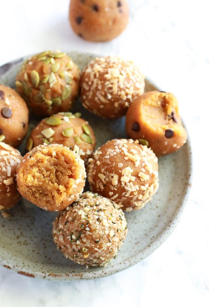 Healthy Vegan Pumpkin Pie Energy Balls // www.nutritioninthekitch.com