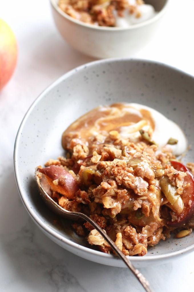 Easy & Healthy Vegan Pear and Apple Crisp // Gluten Free