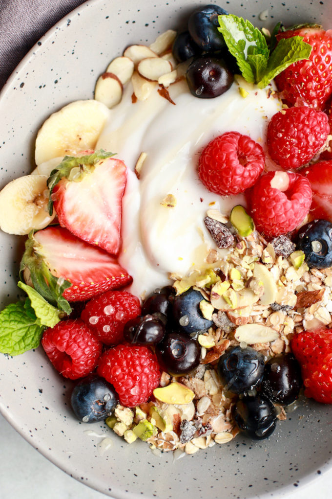 17 Easy Plant-Based Breakfast Recipes // Simple & Easy Muesli Breakfast