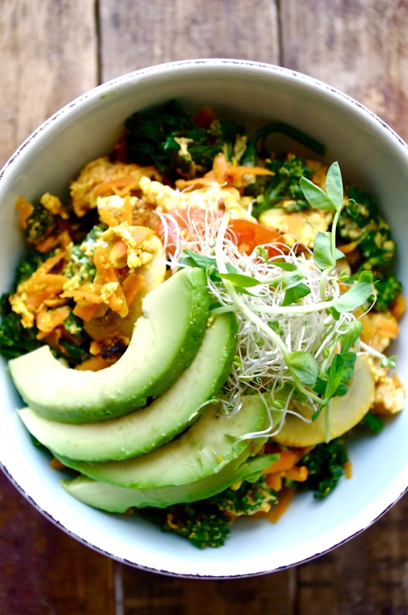 17 Easy Plant-Based Breakfast Recipes // Zen Quinoa Breakfast Bowl