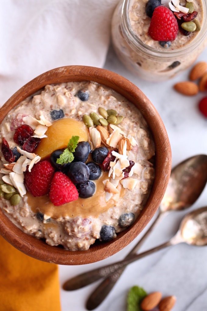 17 Easy Plant-Based Breakfast Recipes // Fruit Filled Overnight Oats with Quinoa