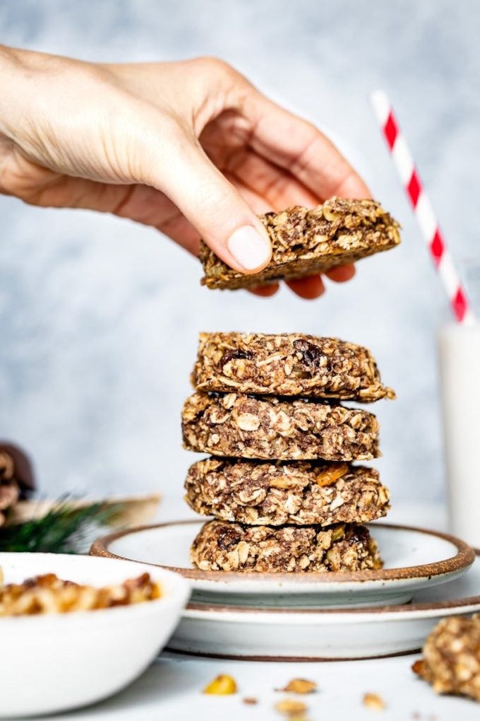 9 Surprisingly Healthy Gluten Free Oatmeal Raisin Cookies // Healthy Oatmeal Raisin Cookies via Foolproof Living