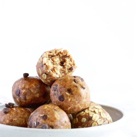 Healthy Oatmeal Cookie Energy Balls