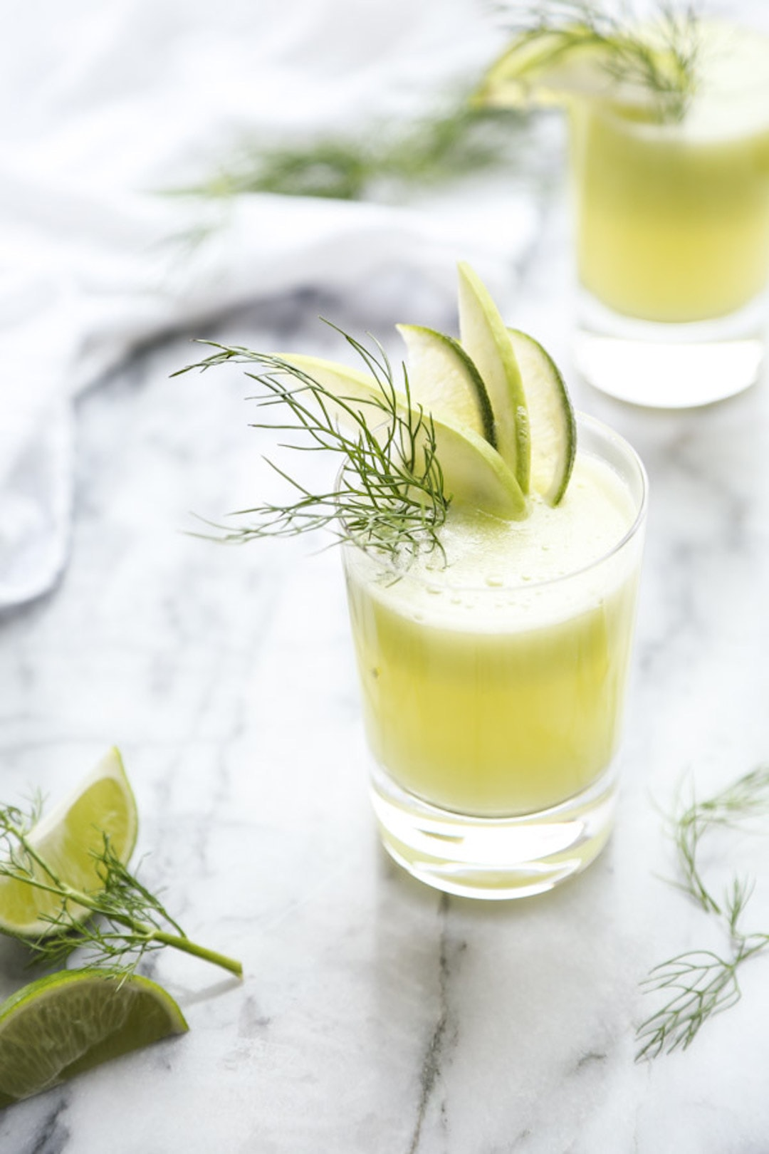 Glad of lime juice with lime wedges and fennel