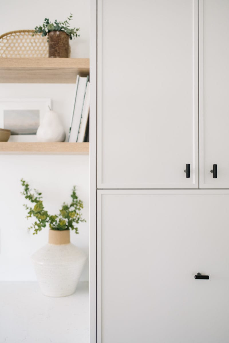 white kitchen cabinets with slim shaker design