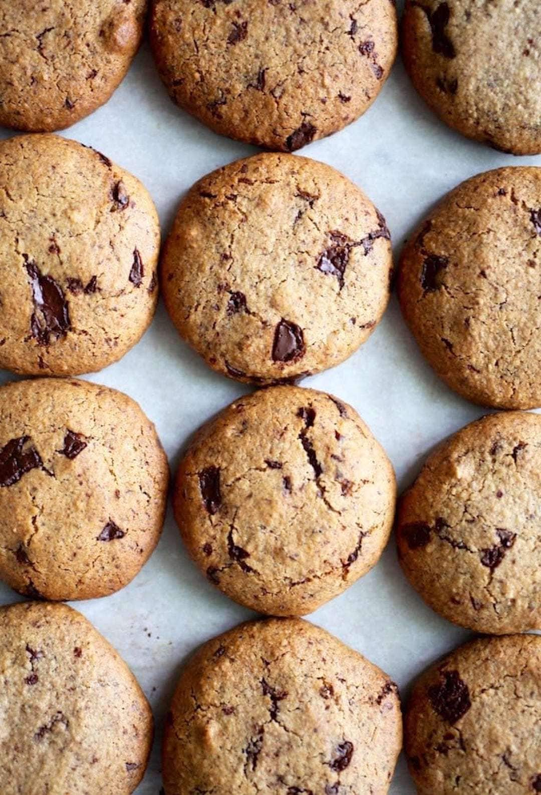 rows of hazelnut chocolate chip cookies