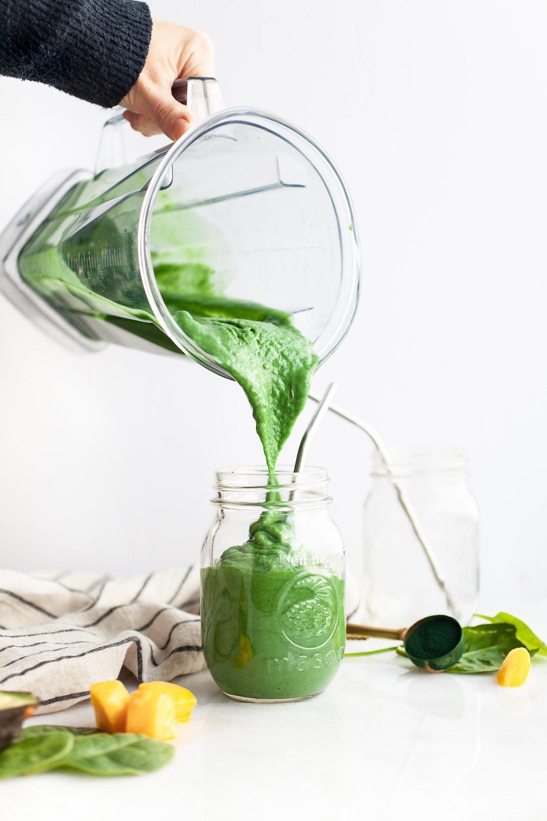17 Low FODMAP Breakfast Ideas - Spirulina Smoothie