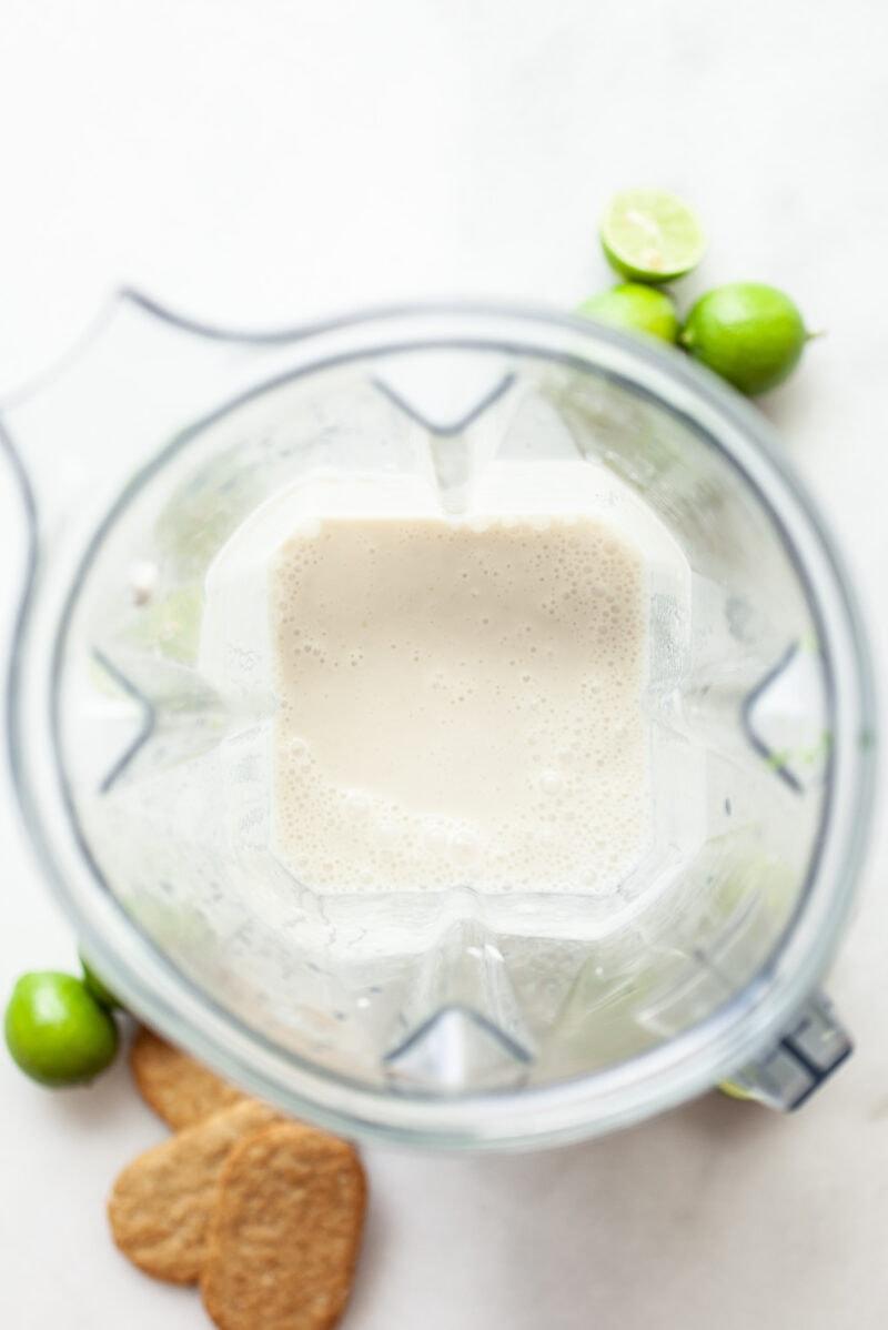 vegan key lime pie filling in a blender